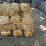 pallet aanmaakhout met 30 zakken aanmaakhout van 25 liter